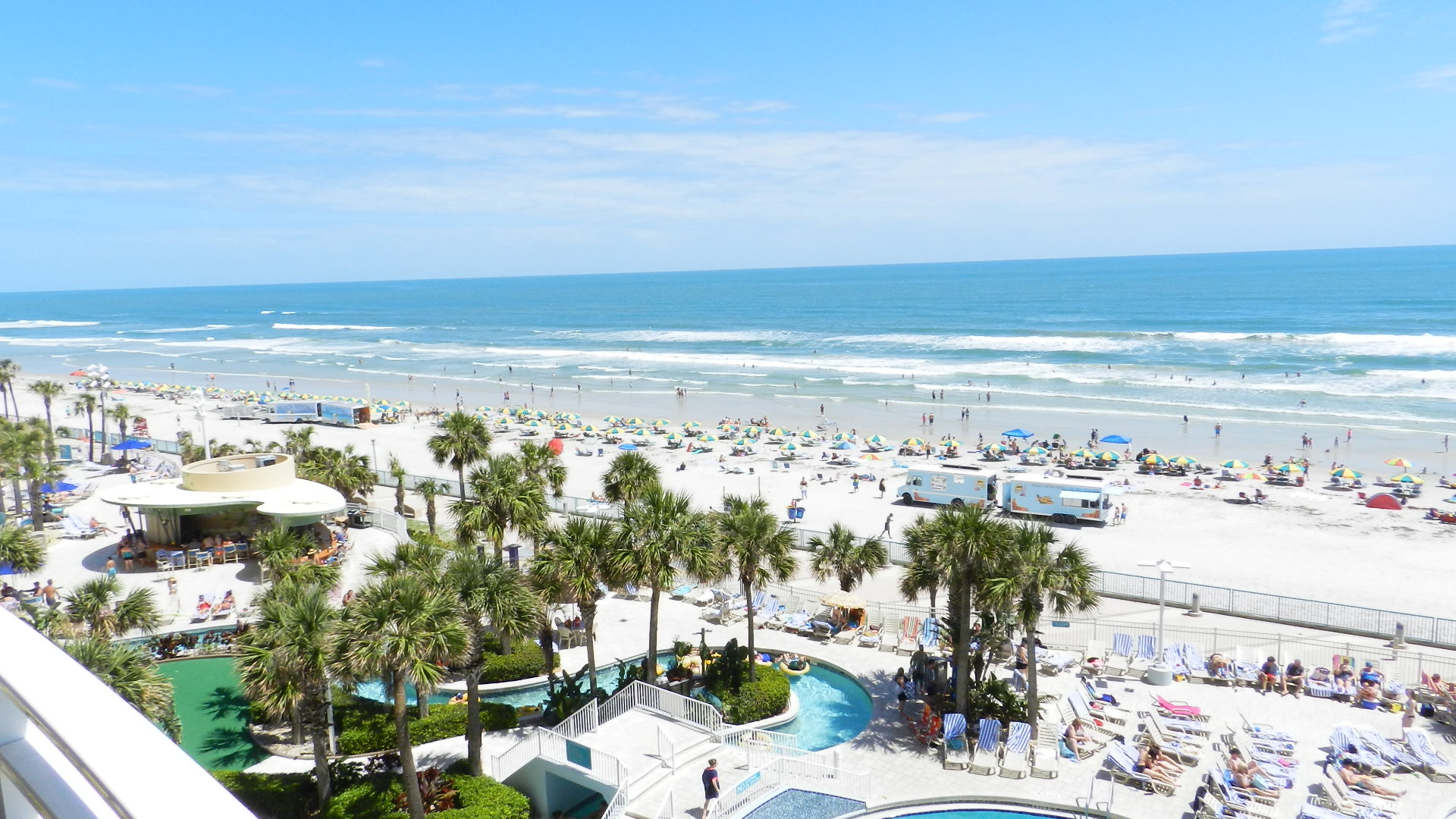 beach daytona wyse fl the cottage shores for white rent cottages condo surf team condos